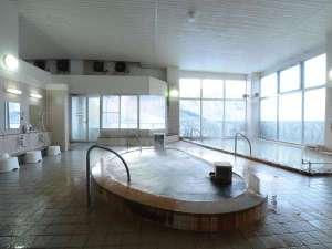 ◆源泉かけ流し-明るく広々とした大浴場。ジャグジーもお楽しみいただけます。