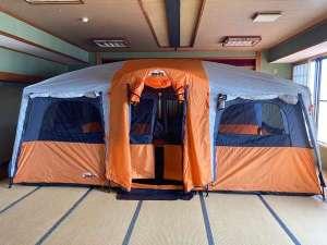 広間の大型テント