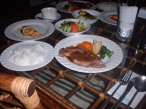 ある日の夕食です。席に着くと日替わりのスープが出ます