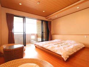 露天風呂付客室『白砂』●和ベッドで寛ぐお部屋です