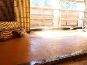 自家泉源から湧き出る天然温泉「金泉」をお楽しみいただけます。