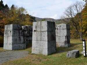 【橋野鉄鉱山】現存する日本最古の高炉跡は、自然豊かな山々に囲まれ、秋は紅葉に。