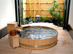 家族風呂は別途1時間2,000円(税別)頂戴いたします。