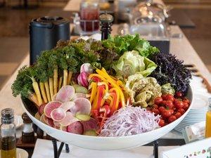 契約農家直送、新鮮な高原野菜のブッフェ