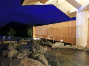 *露天風呂…3つの浴槽は、三難所(碁点・みかのせ・はやぶさの瀬)をイメージしています。