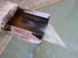 """*大浴場/""""水晶温泉""""と称される程透き通った温泉が湯量豊富に湧き出ています。"""