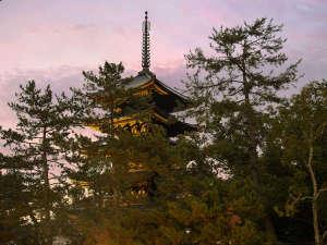 *【五重の塔を臨む和室からの景色】窓から興福寺の五重塔がご覧いただける嬉しいお部屋