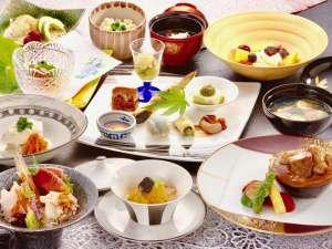 【夕食一例】地の旬の食材を使用した逸品揃い