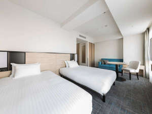 【客室】ユニバーサルツイン・部屋広さ…31㎡・宿泊人数…1~2名・ベッド幅…120cm