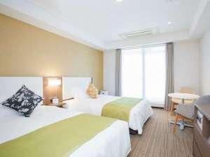 【客室】ツインA(広さ22平米、ベッド幅123cm×2台、洗濯乾燥機付き、電子レンジ、ミニキッチン付き)
