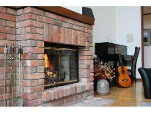 暖炉とピアノなど