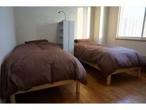 綺麗なシングルベッドでお休み頂けます。