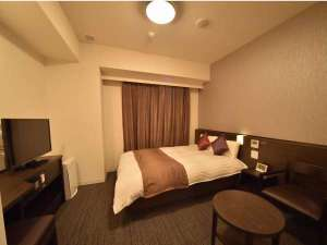 【コンフォートダブルルーム】17平米 ベッド140×195cm