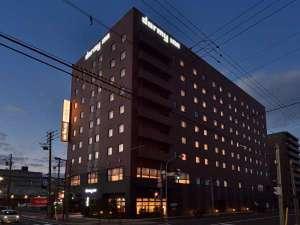 【外観】夜 札幌駅より特急JRにて約1時間30分。