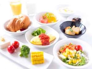 和洋60種の朝食バイキング/お好きなものをお取りになってくださいませ♪