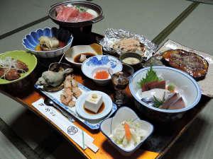 *【夕食一例】日替わりメニューは約11品。女将手作りの家庭料理です!