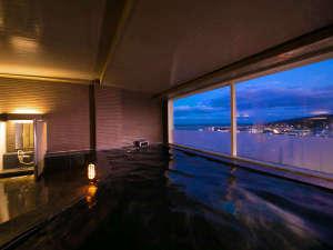 ≪大浴場≫ 夜景を見ながら湯ったりお寛ぎください♪