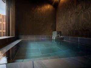 6箇所の源泉を混合。流辿と岡崎旅館の湯めぐりできます。15:00~20:00(施設により休館日有)