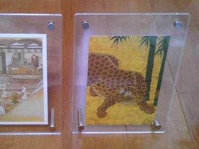 アネックス4F「無印良品」でハガキサイズ用のアクリルフレーム(¥472)を買ってきて、 その中に、お気に入りの名古屋城障壁画のポストカードを入れてみまし た...♪