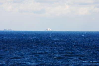 能登 観光 日本海に浮かぶ「無人...