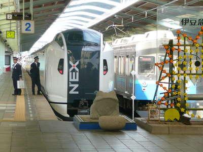 伊豆急下田駅に成田エクスプレス...
