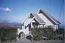 小室山別荘地にある、海一望の一戸建て貸別荘