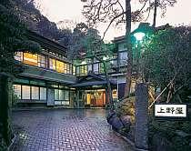大正~昭和初期に建てられた木造和風建築の宿。懐かしい趣きが若い女性に人気