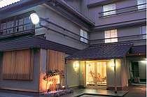 市の中心部に位置する和風旅館、兼六園まで徒歩10分