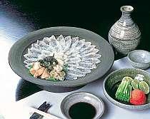 唐津焼に盛られた美しい料理(おこぜ薄造りプラン 一例)