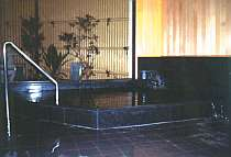 【風呂】洗い場まで車イスで移動可能/貸切温泉家族湯(有料)