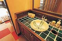 南欧風の素敵な洗面台は女性に好評(写真はSTタイプ)