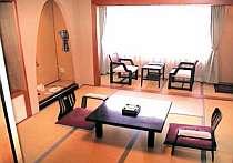【客室】ゆっくりと足を伸ばせる寛ぎを実感/和室