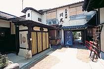[写真]京町屋風の佇まいが温かい宿