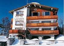 冬の外観/竜王スキーパーク、動く歩道側から見たホテル