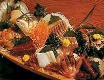 [写真]獲れたて!新鮮な魚介の舟盛一例