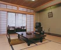 純和風の落着いた雰囲気の客室