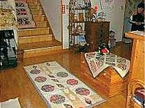 [写真]館内にはママ手作りのパッチワークがいっぱい