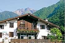 木の香ただようスイスの山小屋を思わせる宿