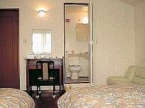ユニットバスやソファベッドも備えられた使い勝手のよいお部屋