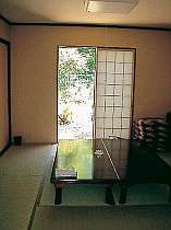 和室は8畳。グループで宴会もOKです。