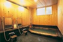 掛け流しの温泉が注ぐ青森ヒバの浴室(貸切可)