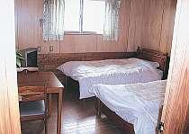 ツインルーム(客室一例) 客室は全て2階、明るくて広々