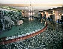 最大150名も入れる岩風呂大浴場(サウナ付)