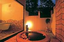 甘い香りが漂う優雅なバラ風呂も人気