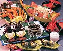 舟盛り、伊勢エビ、アワビ、サザエなど‥ セットプラン料理の一例
