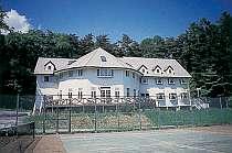 八ヶ岳の大自然に囲まれた宿 目の前は専用テニスコート
