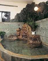 天然温泉のお風呂でのんびりくつろげるよ