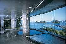 【女性大浴場青潮】お風呂からも鳥羽の美しい海景がひろがります。心も体もリラックスして下さい!