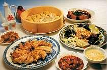 [写真]中華とビーフシチューが美味 食べ放題プランもあり