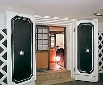 2階建ての明治時代の蔵を改造した客室